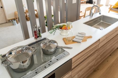 キッチン新シリーズ『Simplia(シンプリア)』発売開始  抗菌性とシンプルなデザインで暮らしに寄り添うキッチンへ/キムラ